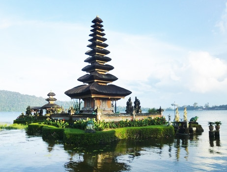 Pura Lingga Petak Temple by the Lake